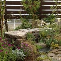 天然石のベンチ